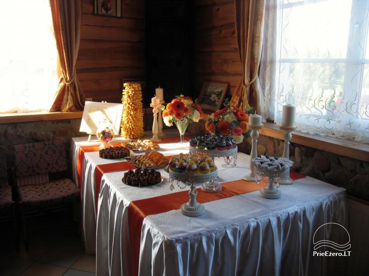 Viesu nams ezera krastā starp Vilņu un Kauņu dažādiem pasākumiem un svinībām - 9
