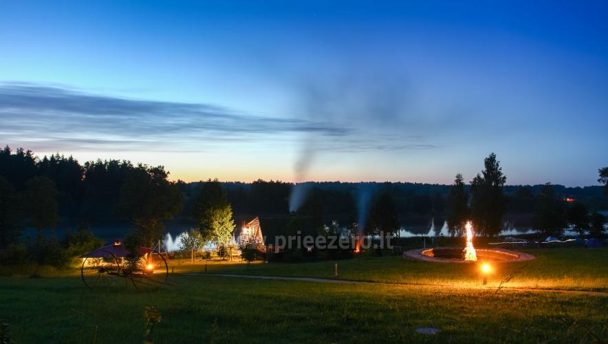 Viesu nams ezera krastā starp Vilņu un Kauņu dažādiem pasākumiem un svinībām - 2
