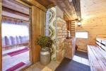 Pirmā māja. Banketu zāle, pirts, virtuve, guļamistabas, karstā baļļa, ūdens dīķis ar piestātni - 16
